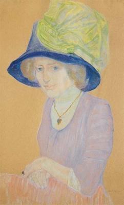 Jonge vrouw met blauwe hoed en groene strik