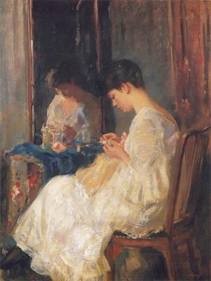 Jonge vrouw met handwerk voor spiegel