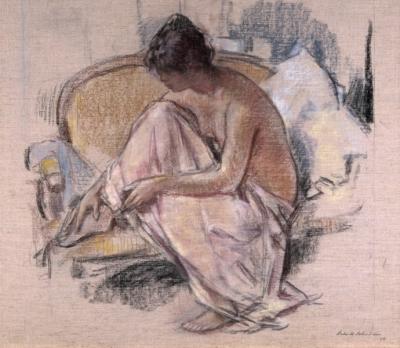 Zittende vrouw op een chaise-longue