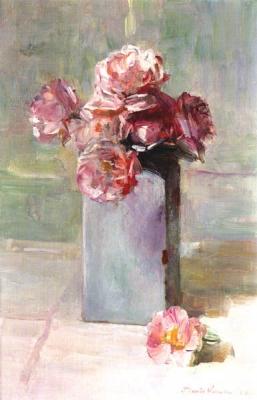 Wit Delftse vaas met rose rozen